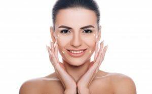 Vitaminas y ácido hialurónico para rejuvenecer la piel